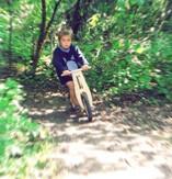 Auf dem Like a Bike durch den Wald...